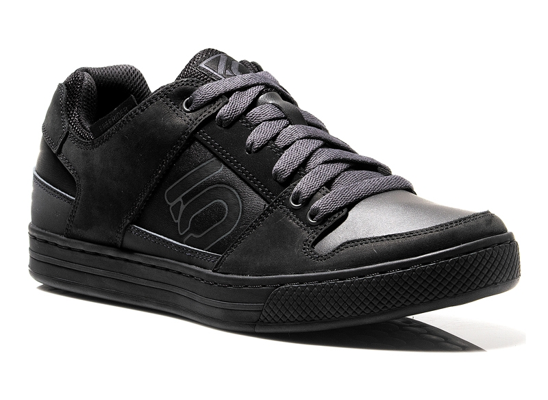 Five Ten Elements Shoe in Black